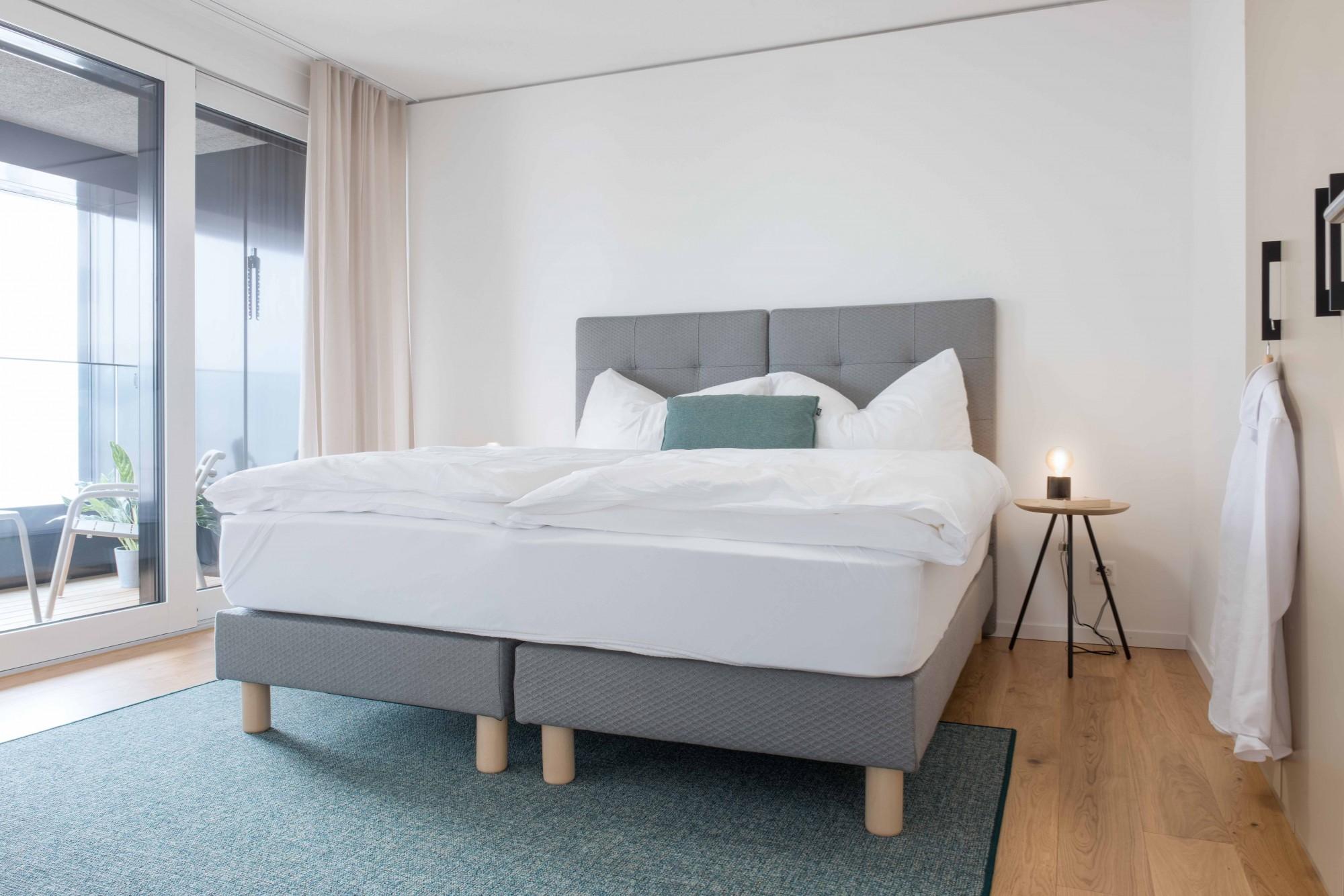 Serviced Apartment In Zurich 6min Zum Hb 2 5 Zimmerwohnung Grosszugige Kuche Mit Kochinsel Smart Apartments