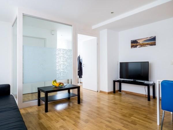Zug Wohnzimmer Möbliertes Apartment
